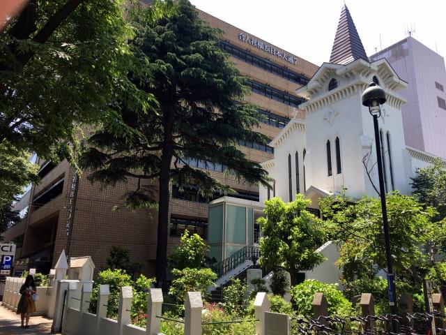 さらに50m北には「日本基督公会発祥の地」である横浜海岸教会が。日本最初のプロテスタント教会である