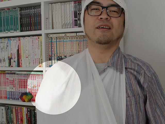 こんな感じで肩に保冷剤がジャストフィット。あまりに快適すぎて気持ち悪い笑顔になってる。