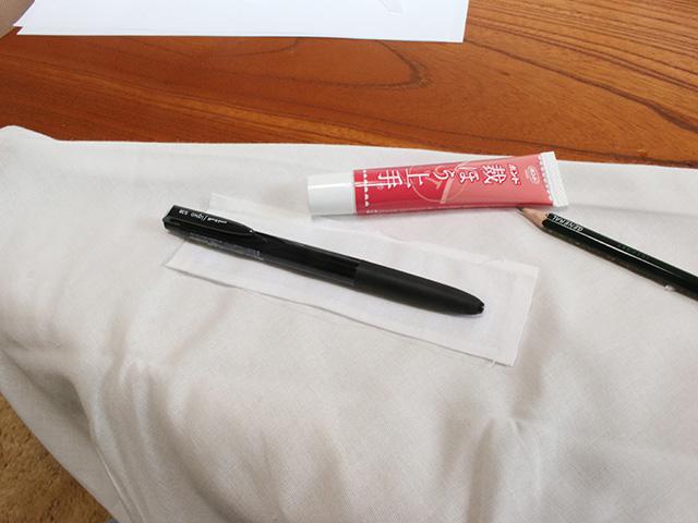 まずペンは絶対に必須だよな。この位置にペンホルダーをセット。