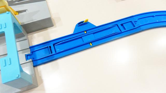 レバーを引くとこの上で電車を止めることができる。時々そうやってちょっかいを出しながらぼんやりするのだそうだ。