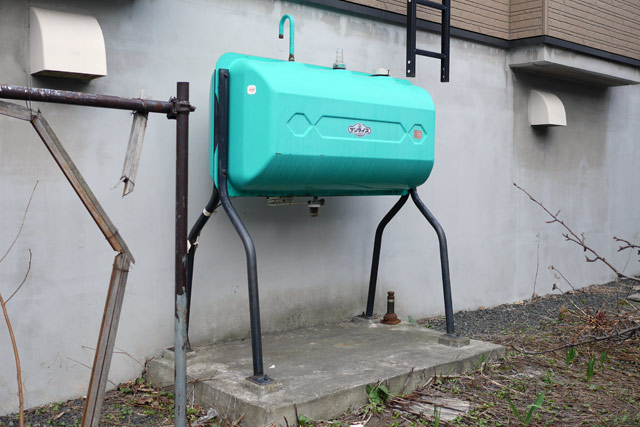 私が最初に感動したのが、青緑っぽい色で、形も少しずんぐりしているこのタンクだ。新種発見!