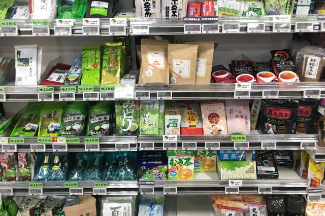 スーパーのお茶売り場にやって来た