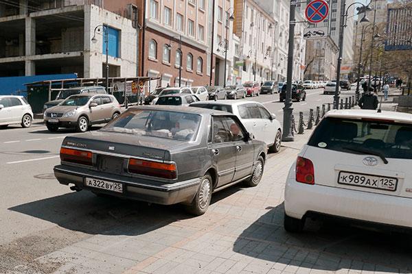 この前行ったウラジオストクは日本の中古車だらけで古い車種も多かったが、そこまでは古くないか……