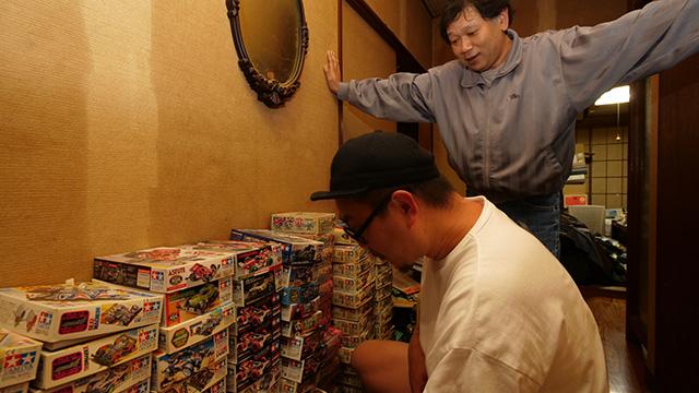 廊下のミニ四駆コーナーからキンさんが息子に2つ買っていった。珍しい物も定価で販売している。転売屋さんが仕入れにきたりもするそうだ。