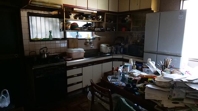 台所にもミニ四駆のパーツがあるので一応お店スペースである