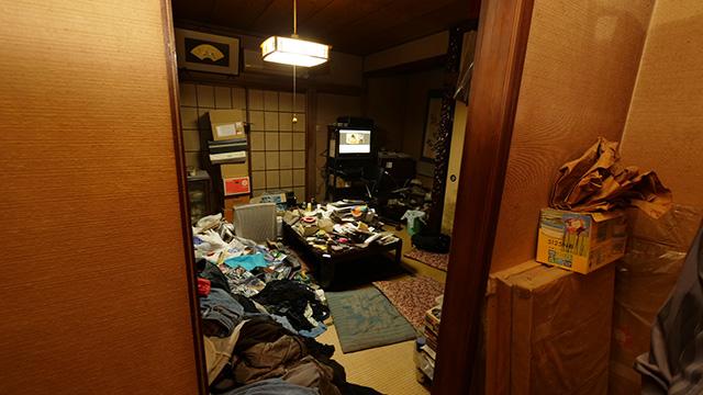 こちらが雷王さんの居住スペース兼レジ。