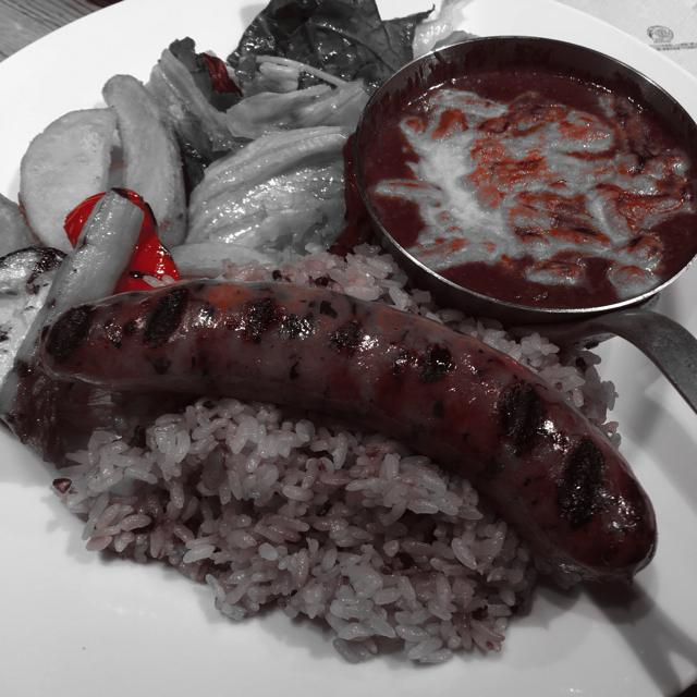 あーー。カレーにうっすらあった赤が、ごはんにうっすらあった赤が。欧米の悪魔が食う料理みたいになってしまいました。レシピに絶対「若い女の鮮血」とか書いてある系の料理だこれ~。