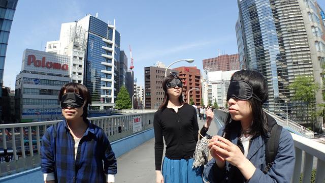 小堺さんのアイディア。アイマスクでにおいに集中することに
