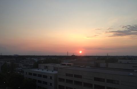 毎日病院の窓から見送った夕暮れ