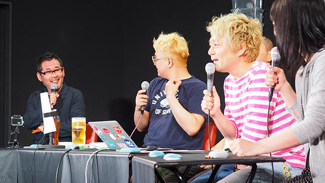 歓声と共に入ってきた藤村D。ピンク色がWebマスター林さん、手前が編集部の古賀さん。