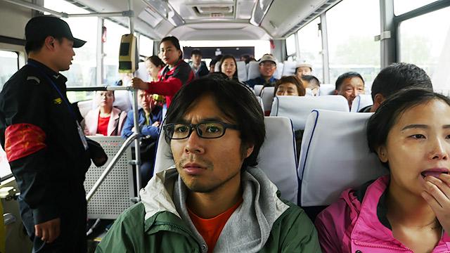 北京からバスに乗って、