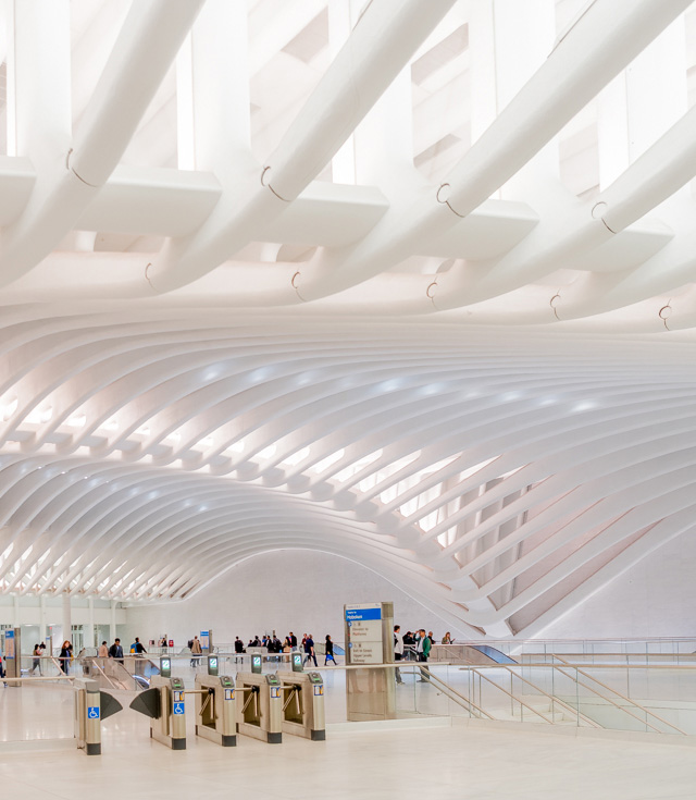 新しくできたワールドトレードセンター駅みたいなかっこいい特殊例もあります。ここはすごかった。