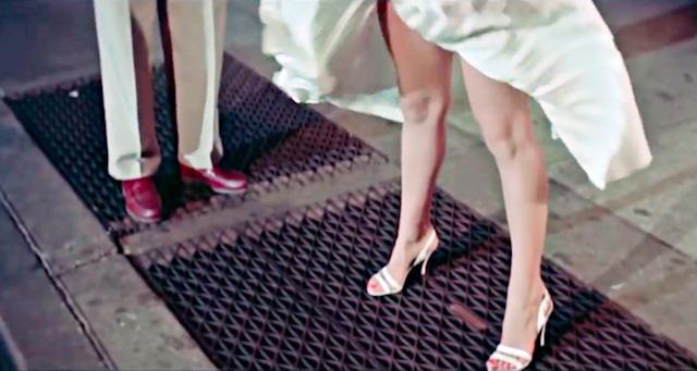 地下鉄が通って通風口からの風が彼女のスカートをまくり上げるあの有名なシーン(