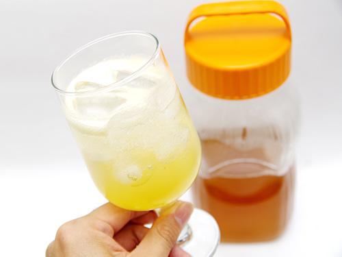 グラニュー糖ではなく蜂蜜を使っているので、コクのある贅沢な甘さが梅のフレッシュな酸味に負けていない。
