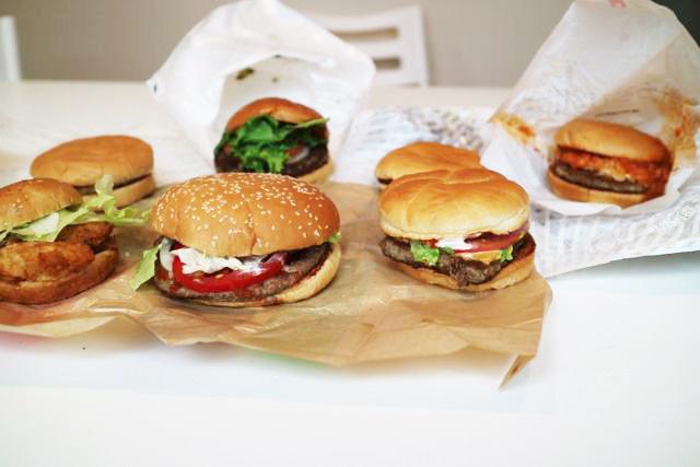 おそらく人生で二度と見れないハンバーガーが大集合する光景。アベンジャーズ感がある。