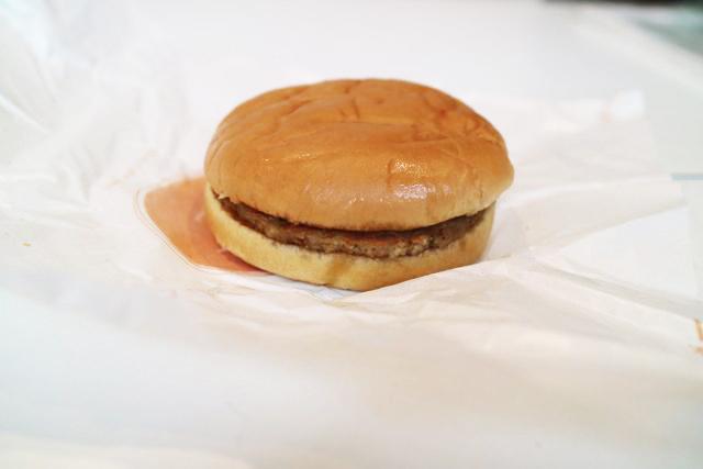 ロッテリアでもシンプルなハンバーガーを選んだ。