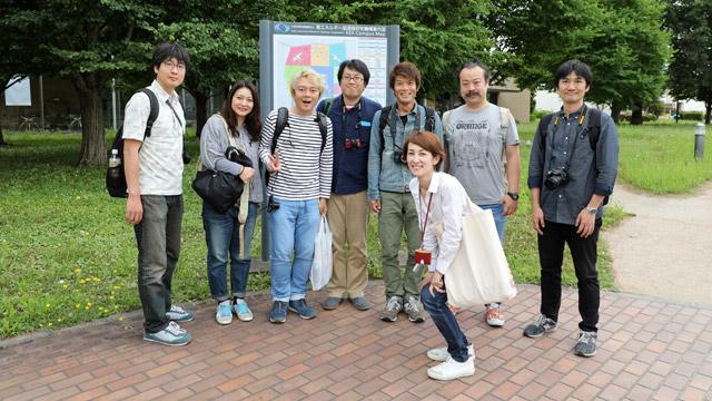 うっかり来たデイリーポータルZ関係者、右手前はKEK広報の大津珠子さん