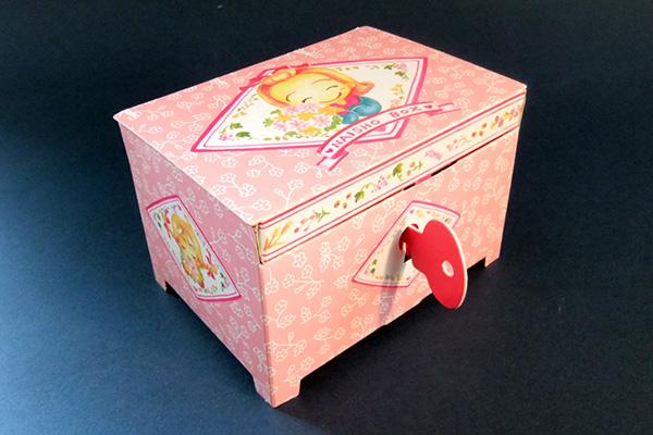 紙箱のくせにカギがかかる! 「カギつきないしょボックス」