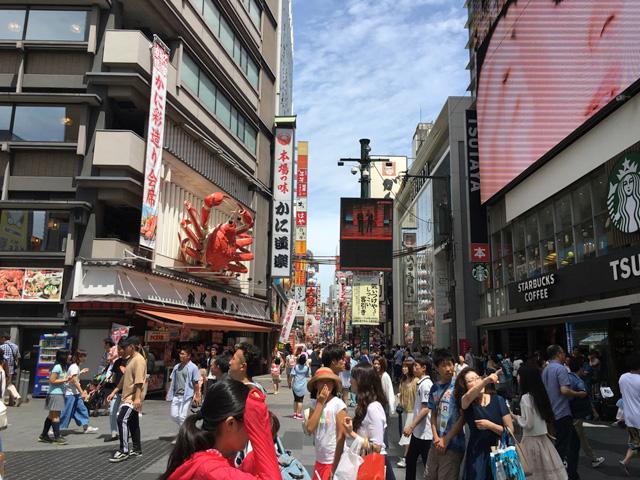 さすがに人の多さは大阪でも随一!ここで釣りをするには羞恥心を忘れ、配慮を忘れないことが肝要だ。