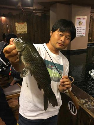 釣れる魚はコイ、ナマズ、ウナギ、そしてチョウザメ(!)。チョウザメをキャッチするのは至難の業だという。腕に自信のある方はぜひチャレンジを。