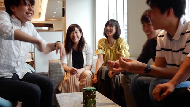 普通に開けようとするとネジが刺さって痛い。増田さんはビンに対して積極的で嬉しい。