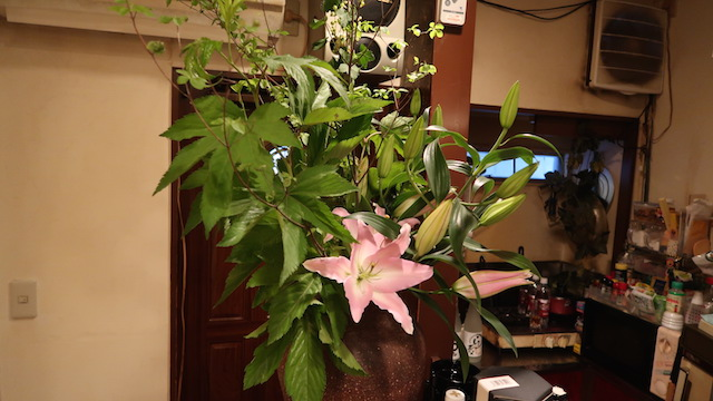 ママが週に1、2回のペースで生けるという花
