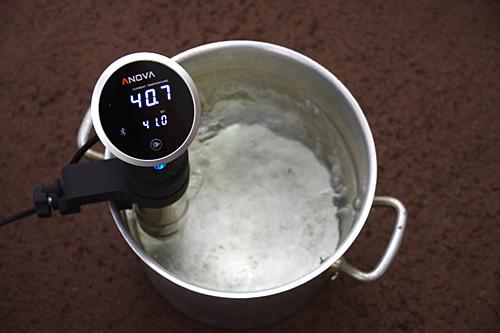 寸胴鍋にお湯を入れ、41度に設定してみた。