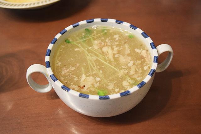 染みる美味しさ。前日から鶏ガラを煮込んで取ったスープだそうです。