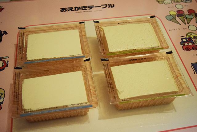 おえかきテーブルの上だからか、紙粘土に見える。