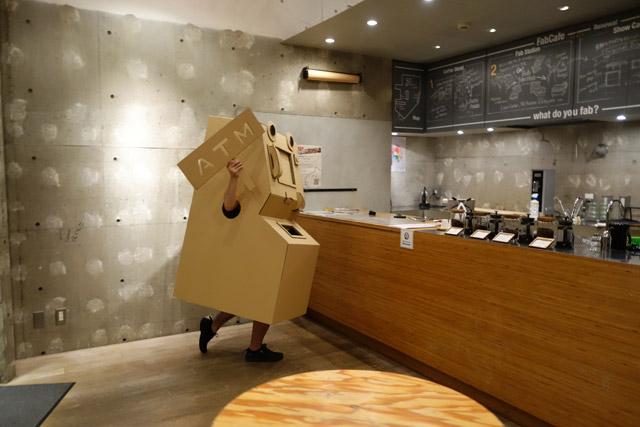 浮かれてカフェに入ったATM