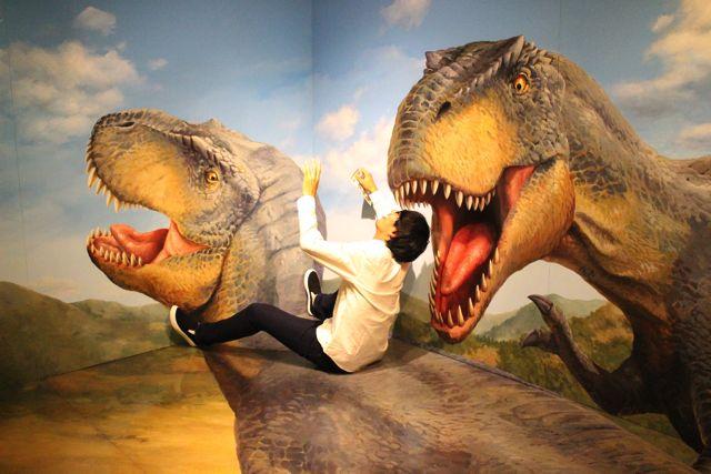 恐竜に襲われたり…