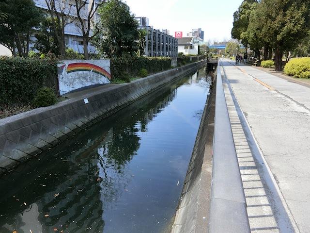 仙台堀川の水路沿いに横十間川との合流地点を目指す。