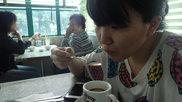 味もそのまんまコーヒーにレモン汁が混入しましたって感じなんだが、わりと違和感なく飲めてしまった