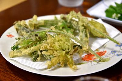民宿の夕食ではフキノトウをはじめとした山菜を頂きましたが、大変美味でございました