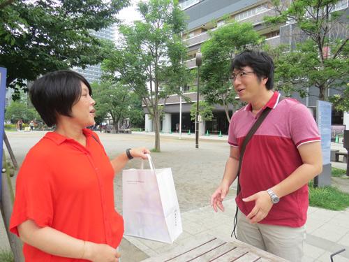 西村夫妻はナボナを食べたことないそうで喜んでくれました