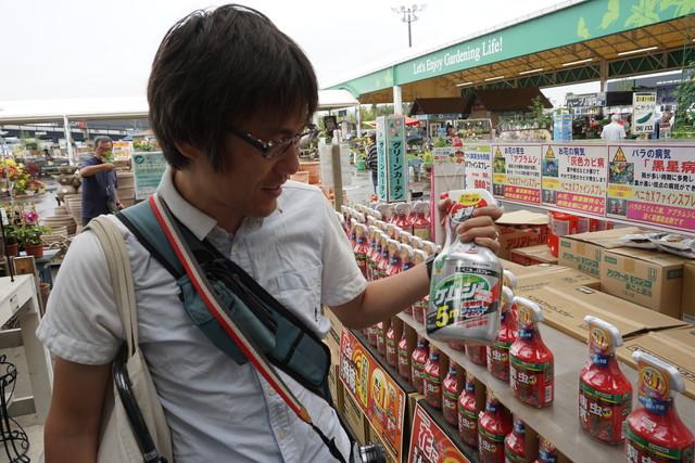 殺虫剤のボトルがずっしり重く、ダンベル代わりになりそう