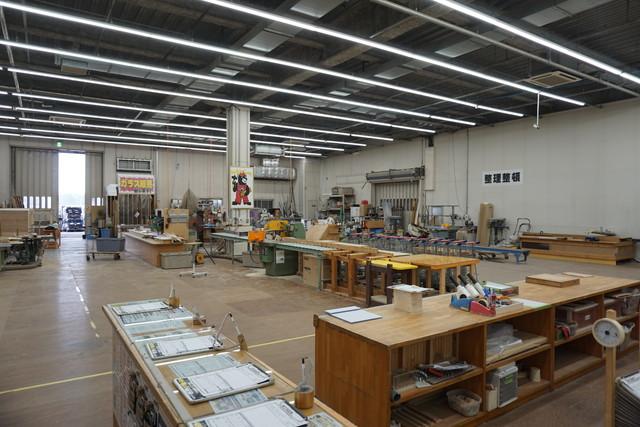 木材を買った後に切ってもらう工作室。この敷地でコンビニなら4件くらい建ちそう