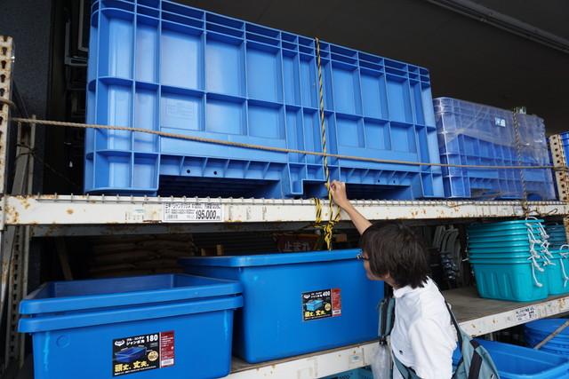 このコンテナは1200リットル入る。水なら1.2トン。