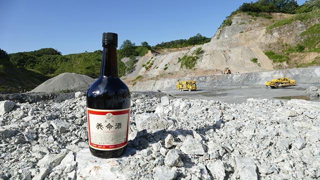 「いいちこ」に対抗して、かっこいい風景に溶け込む新しい養命酒の写真。