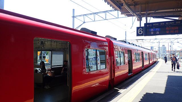 関東で赤い電車といえば京急だと思うが、全国的には名鉄だからな。