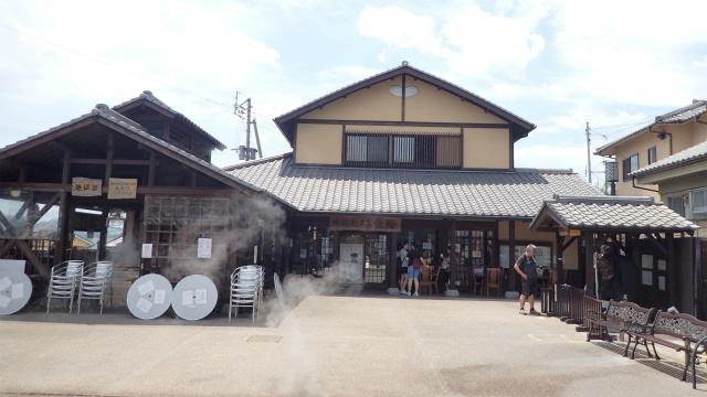 「鉄輪地獄蒸し工房」市営の観光施設である。