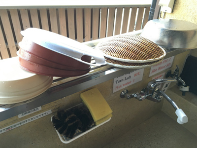 食べ終わったら、各自使ったザルや器を自分で洗わなければいけない決まりになってるところが、市営の施設っぽい無骨さがあっていい