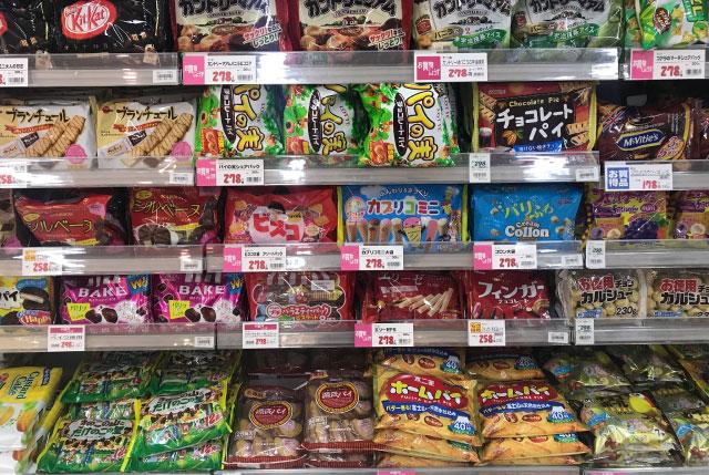 1件目のスーパー。最下段に源氏パイはあった