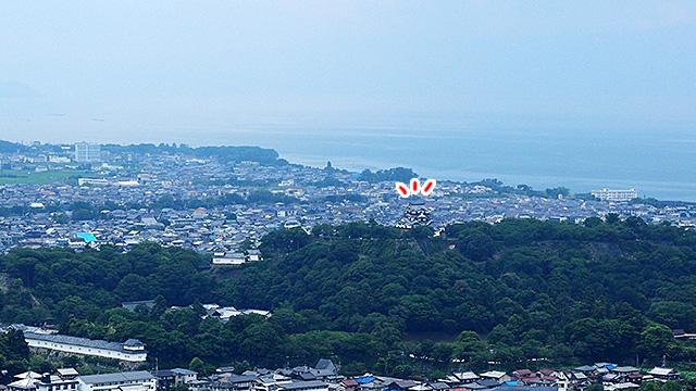 曇ってて琵琶湖との境がよく分からないのが惜しい!