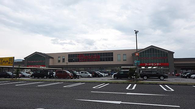 大きいスーパーだ。この辺りはかつての地場産業の3Bのひとつ、ブラジャー(繊維業)の工場があったとこらしい。