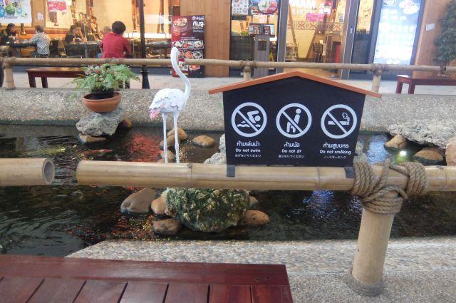 鶴のオブジェもある。