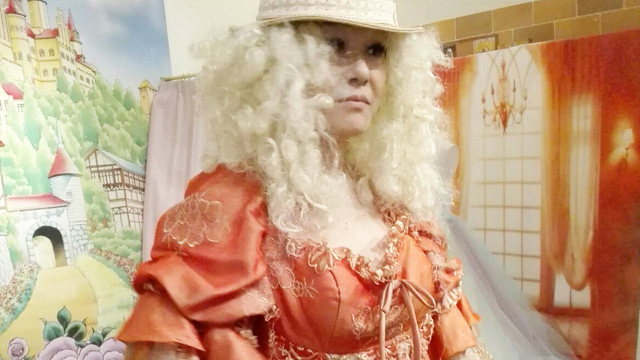 2番候補のウィッグは中世ヨーロッパの魔女みたいになってしまった。気のせいか血の気もない
