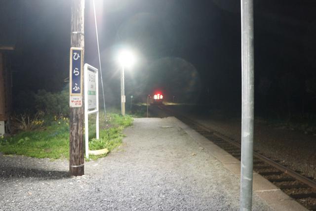 去り行く列車。次の21時28分、倶知安行き最終列車を最後に、明日6時31分まで列車は来ない。そこに今夜泊まる。急に少し寂しくなった。