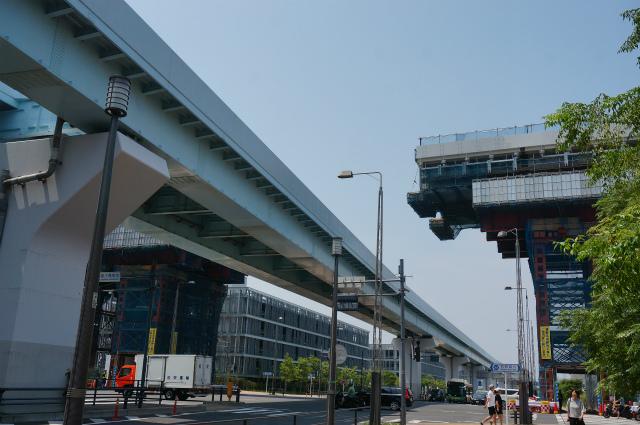 左の高架はゆりかもめ、右から伸びてきているのが首都高晴海線らしい