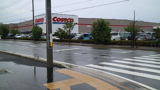 道を挟んで隣にコストコ。文明の進み具合に戸惑います。
